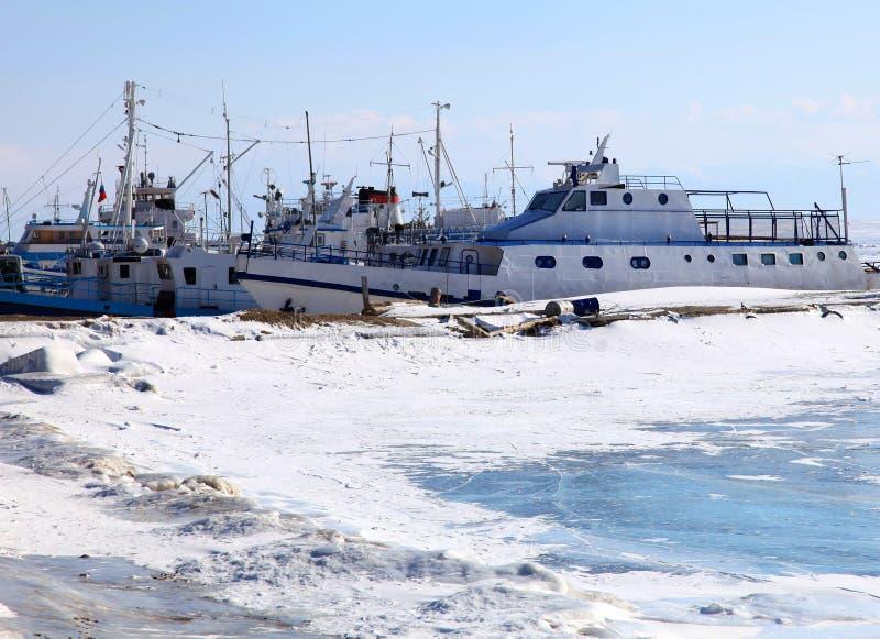 Port figé. L'hiver. image libre de droits