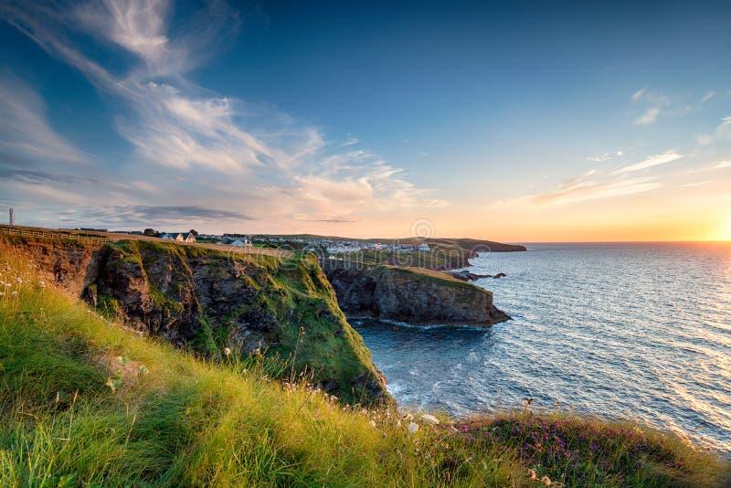 Port Gaverne i Cornwall royaltyfri foto