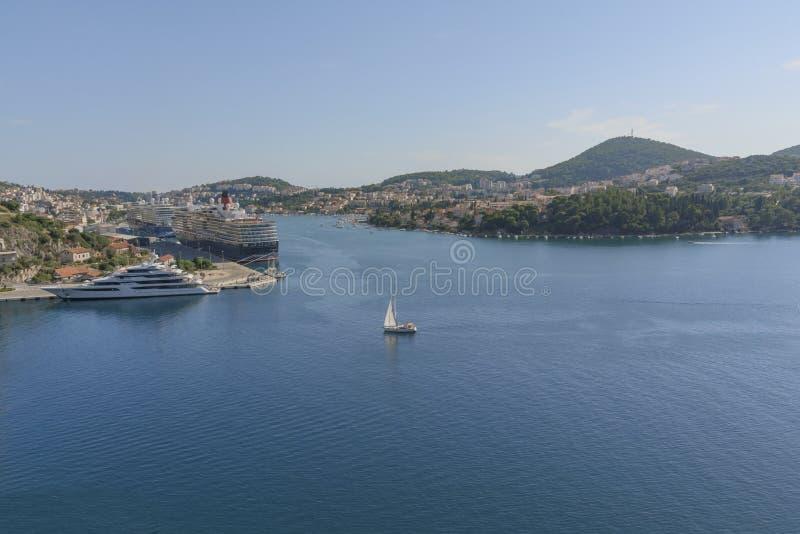Port Gruz z statkami, Adriatycki morze Panoramy foto z morze krajobrazem fotografia stock