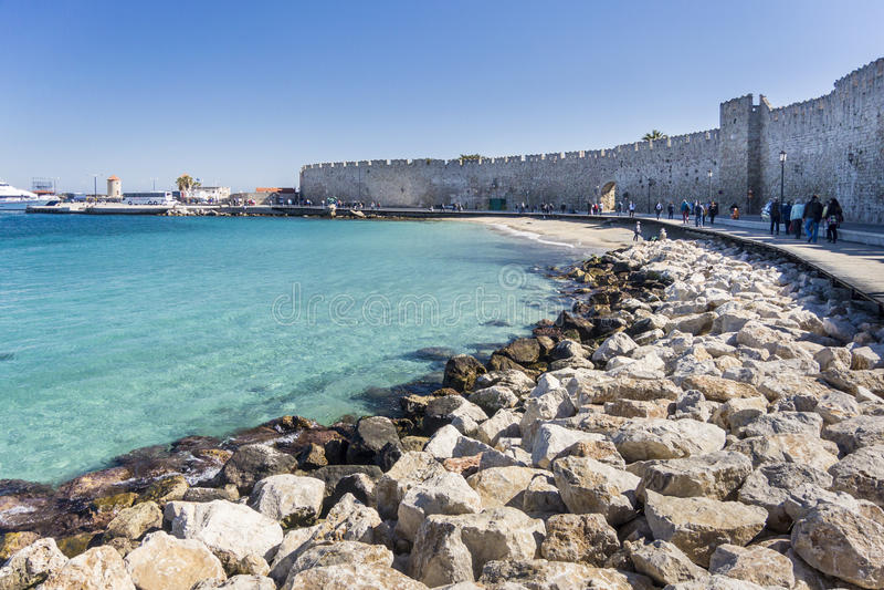 Port i staden av Rhodes, Grekland arkivbild