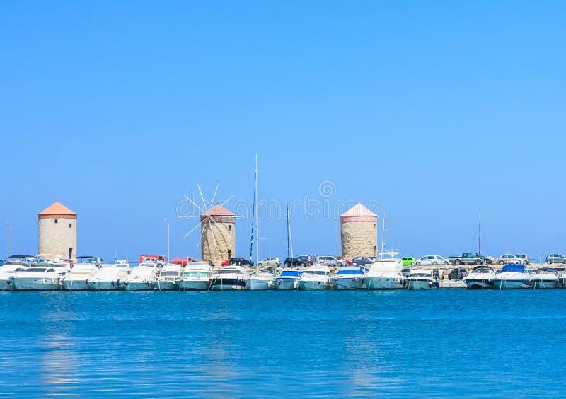 Port i wiatraczki na wyspie Rhodes, Grecja zdjęcie royalty free