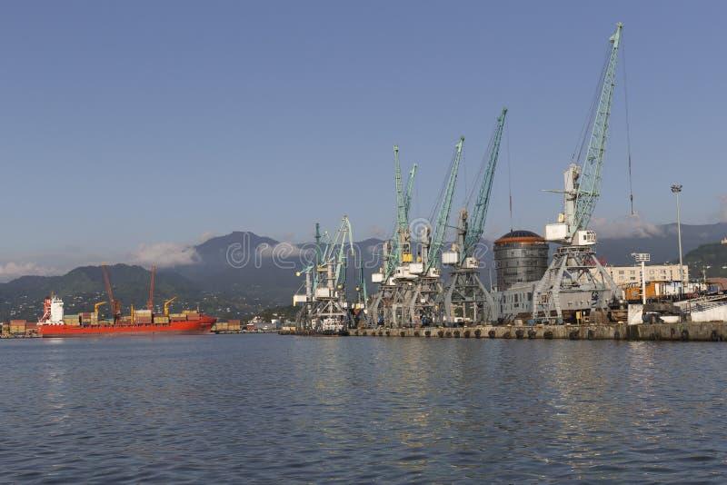 Port industriel à Batumi, la Géorgie photo stock