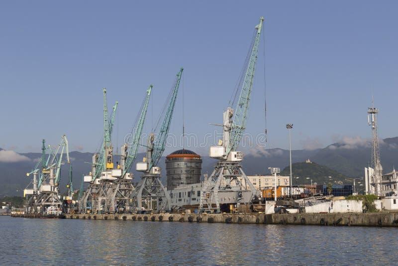Port industriel à Batumi, la Géorgie photographie stock