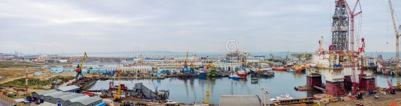Port industriel, Bakou images stock