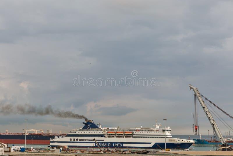 Port industriel de Livourne à l'aube, Italie images libres de droits
