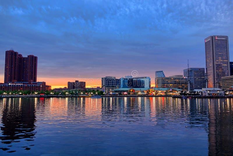 Port intérieur de Baltimore au crépuscule photographie stock libre de droits