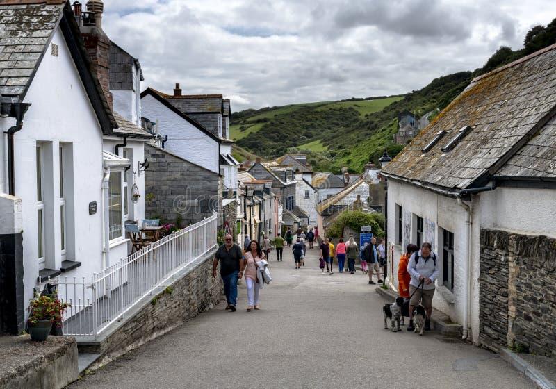 Port Isaac, Cornwall, UK 29 Juni 2018: Port Isaac, var TV-serie för Doc Marten filmas, royaltyfria bilder