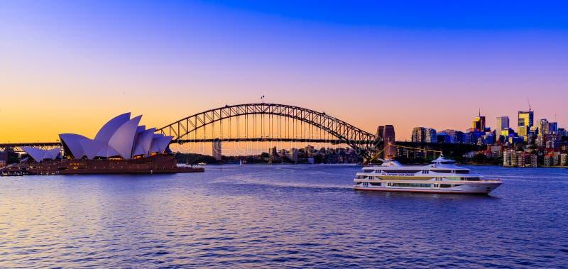 Port-Jackson über einem erstaunlichen Sonnenuntergang von Frau Macquaries Chair, Sydney, Australien lizenzfreie stockfotos