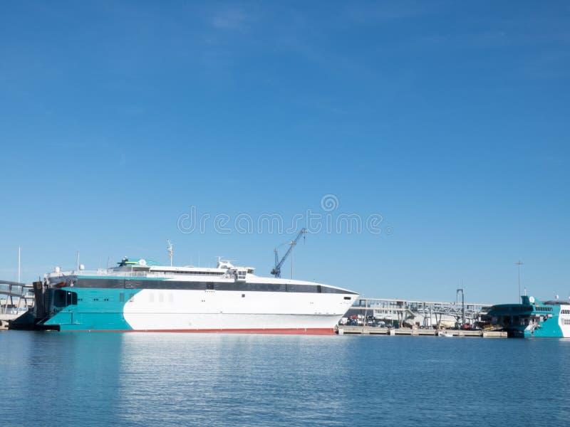 port jaune canari Espagne d'île de fuerteventura de bac Denia, Espagne photo stock