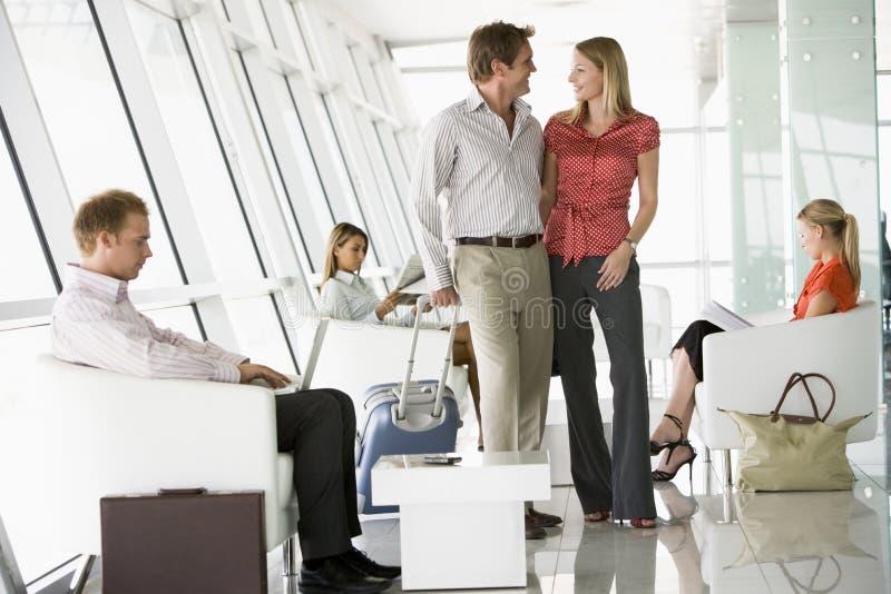 port lotniczy pasażerów wyjścia holów czekać obrazy royalty free