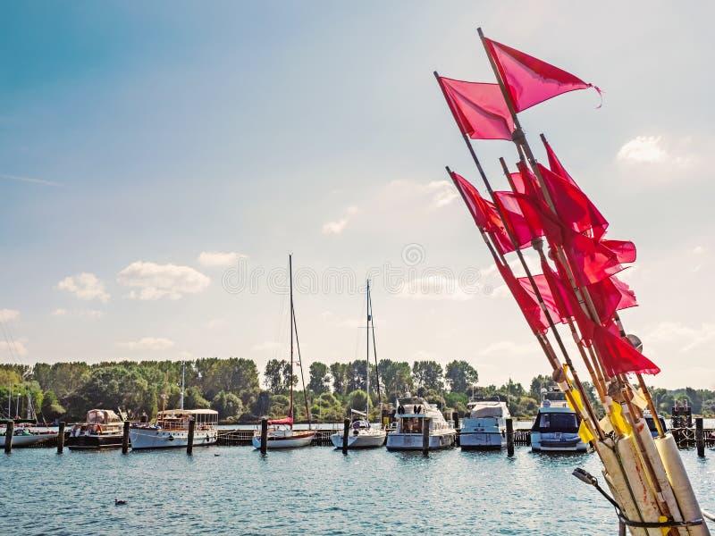 Port Luebeck Travemuende z pociesza w przedpolu zdjęcia royalty free