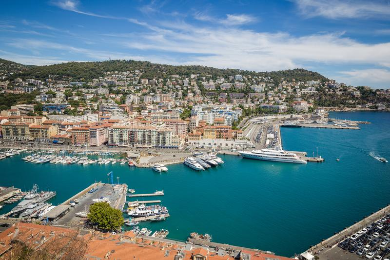 Port Lympia som sett från Colline du chateau - Nice, Frankrike royaltyfri fotografi