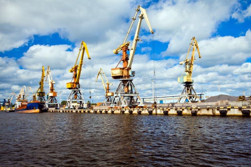 Port maritime dans Ventspils photos stock