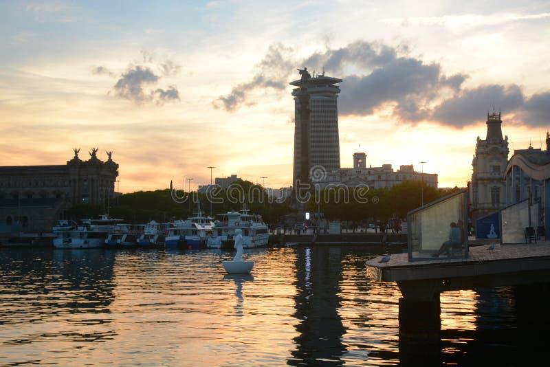 Port morski Barcelona przy zmierzchem obraz royalty free