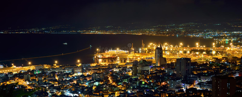 Port morski przy nocą obrazy royalty free
