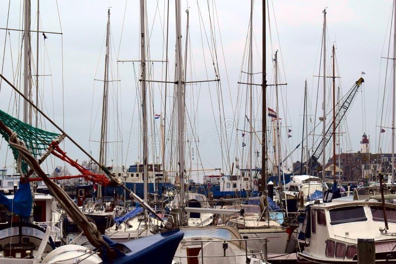 Port morski z jachtami zdjęcia stock
