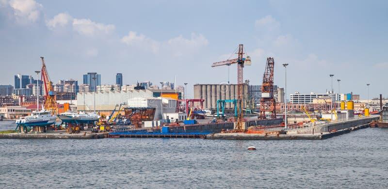Port Naples, nabrzeżny pejzaż miejski z stocznią zdjęcia stock