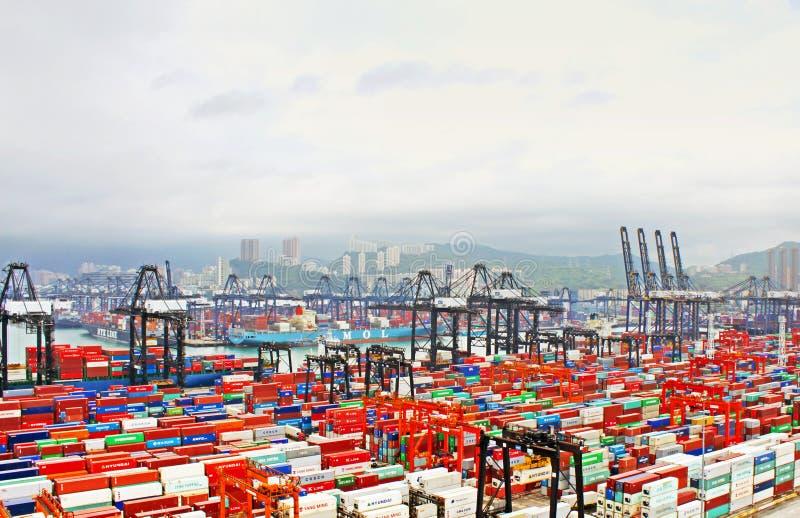 Port occupé pendant le matin en Hong Kong de vue d'oiseau photos stock