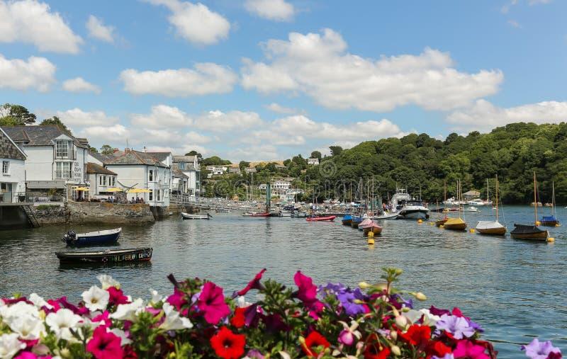 Port pittoresque de Fowey avec les bateaux amarrés photo stock