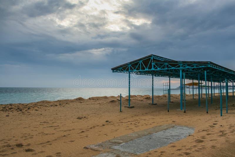 Port, plage dans Feodosiya image libre de droits