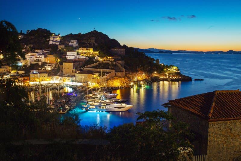Port przy hydry wyspą Zmierzch nadchodz?ca noc zdjęcie royalty free
