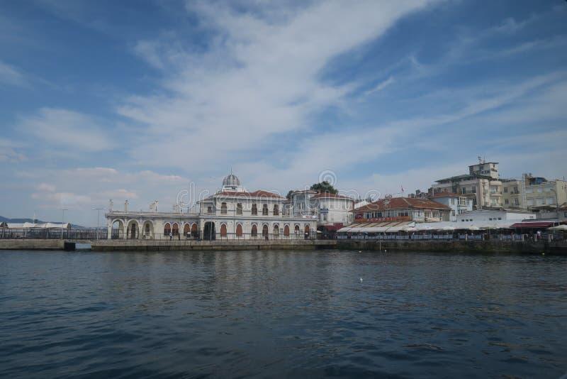 Port przy książe wyspą Buyukada w Marmara morzu blisko Istanbuł, Turcja obraz stock