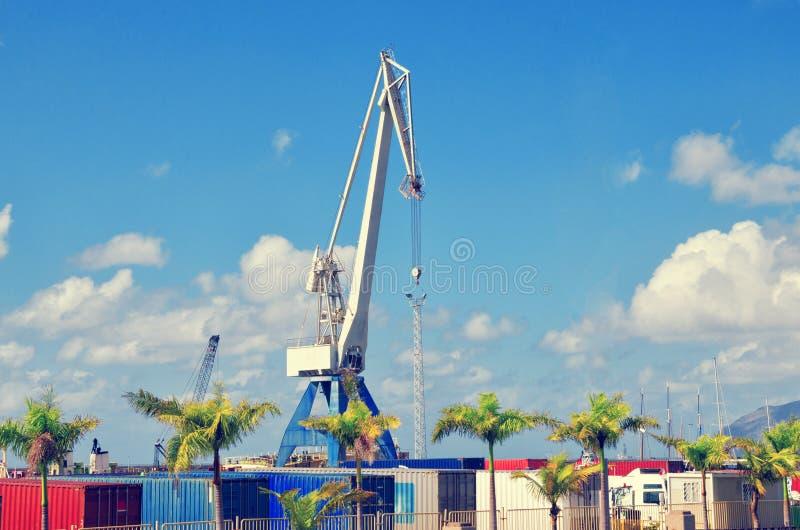 Port, récipients et grue industriels en Santa Cruz de Tenerife Port de Ténérife Les Îles Canaries, Espagne image stock