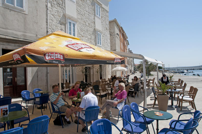 Port Rab, Croatie de restaurant image stock