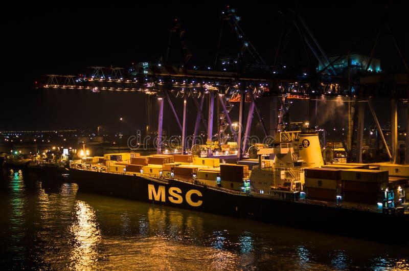 """PORT SAID EGYPTEN †""""November 4, 2017: Msc-linje skyttelbehållareskepp under päfyllningsoperationer i lastporten arkivbild"""