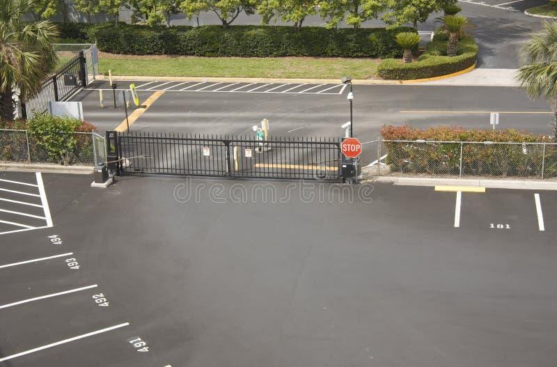 port som parkerar mycket säkerhet royaltyfri bild