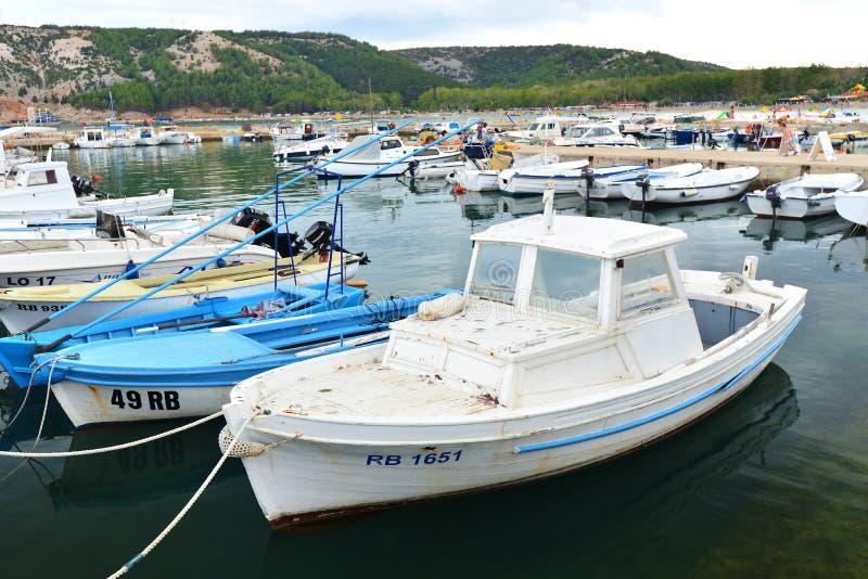 Port sur la côte croate photographie stock libre de droits