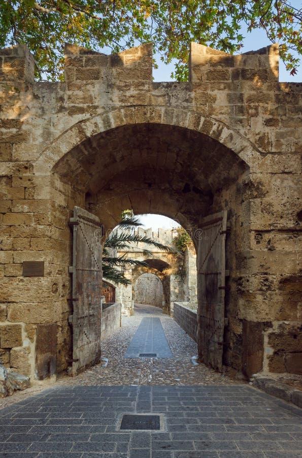 Port till den gamla staden Rhodes ö Grekland arkivfoton