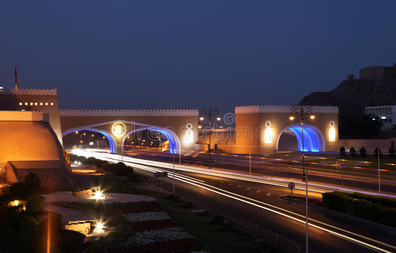 Port till Muttrah på natten, Oman royaltyfri fotografi