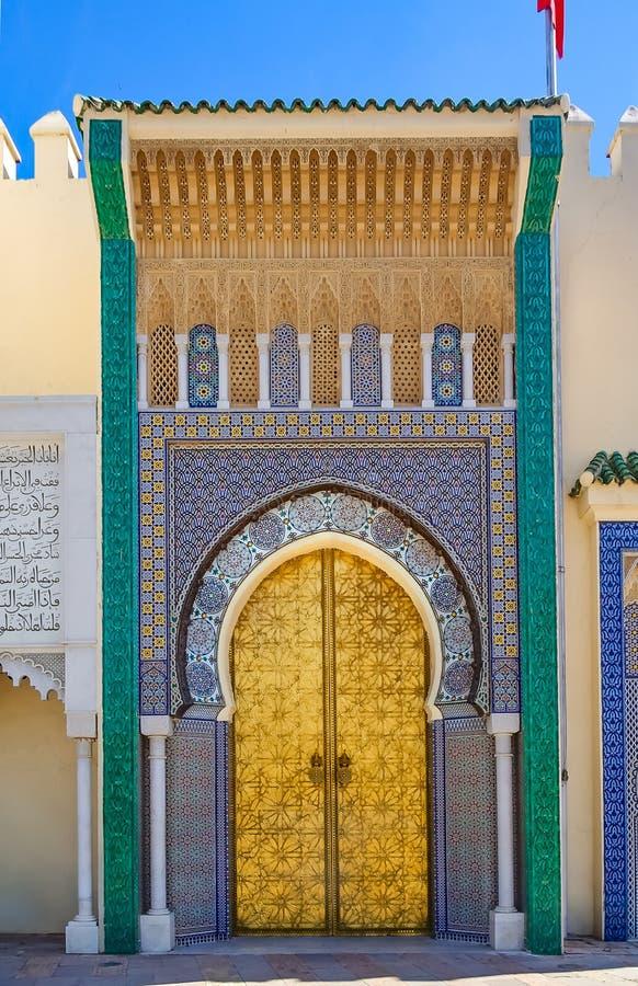 Port till slotten av konungen av Marocko i Fes royaltyfria foton