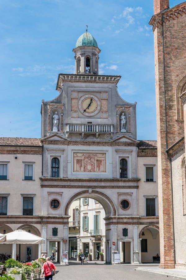 Port till stadsfyrkanten Crema Italien arkivbild