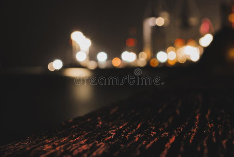 Port trouble la nuit photo libre de droits