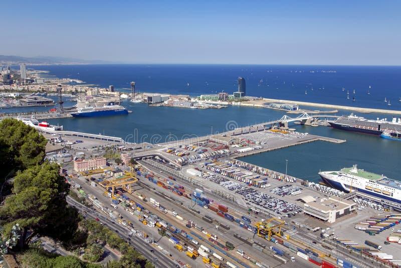 Port Vell på Barcelona från den Montjuic kullen royaltyfria bilder