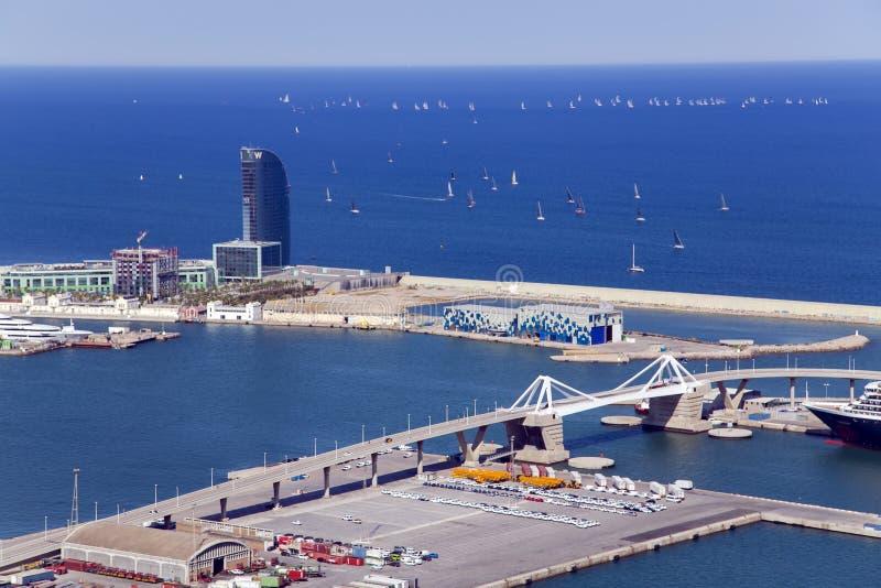 Port Vell på Barcelona från den Montjuic kullen royaltyfria foton