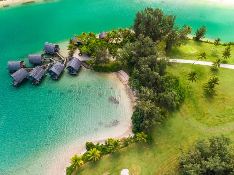 Port Vila, Vanuatu - 3 april 2019: Flygdram - syn på Holiday Inn Resort Vanuatu, Port Vila, semestersemesterort arkivfoton