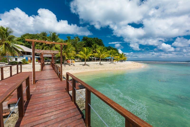 Port Vila, Vanuatu - 6 april 2019: Jetty, en tropisk Hideaway-ö, Vanuatu, Port Vila, en populär semesterö för arkivfoto