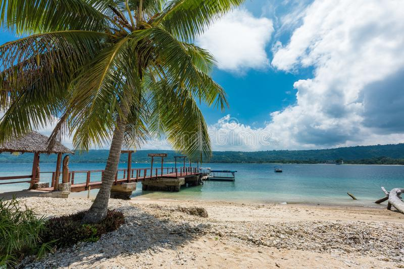 Port Vila, Vanuatu - 6 april 2019: Jetty, en tropisk Hideaway-ö, Vanuatu, Port Vila, en populär semesterö för arkivbild