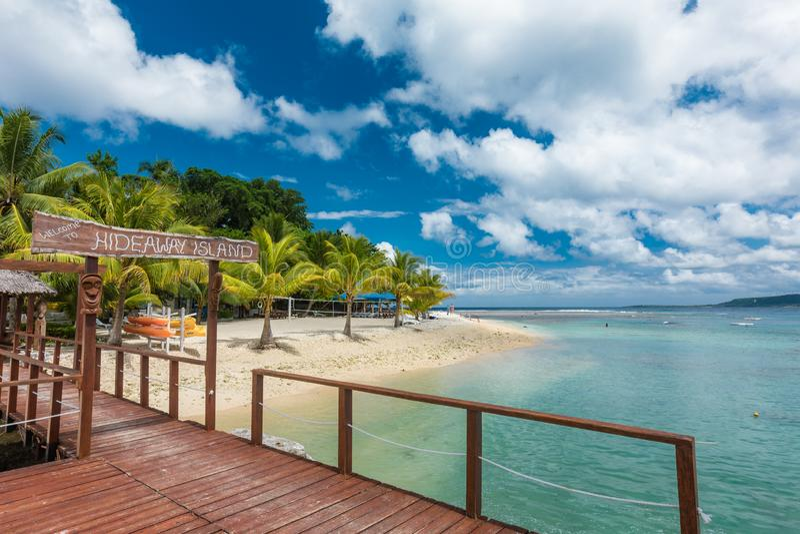 Port Vila, Vanuatu - 6. April 2019: Jetty of a tropical Hideaway Island, Vanuatu, Port Vila, beliebte Urlaubsinsel für lizenzfreies stockfoto