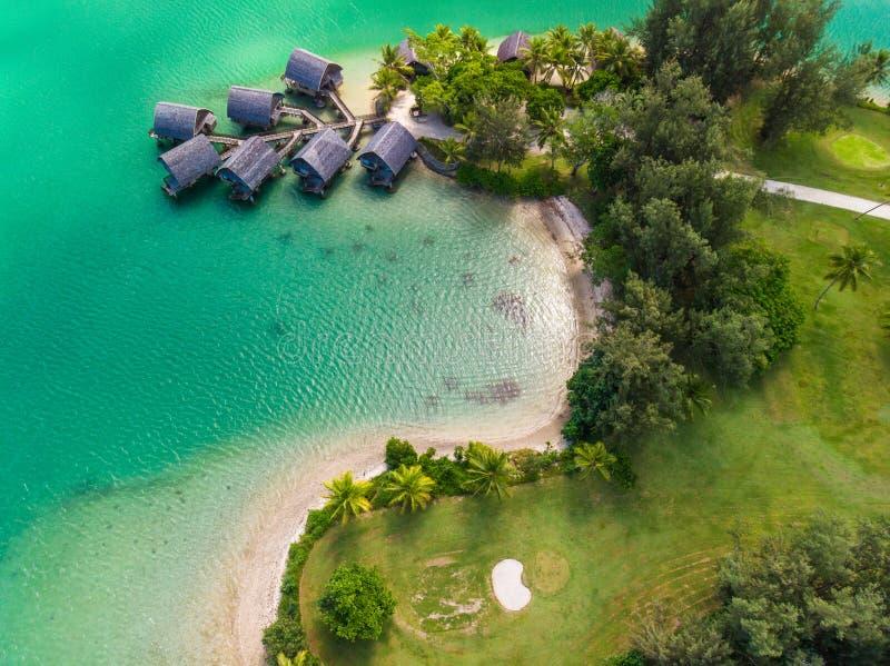 Port Vila, Vanuatu - 3 de abril de 2019: Vista aérea de drones de Holiday Inn Resort Vanuatu, Port Vila, recurso popular de turis foto de stock royalty free