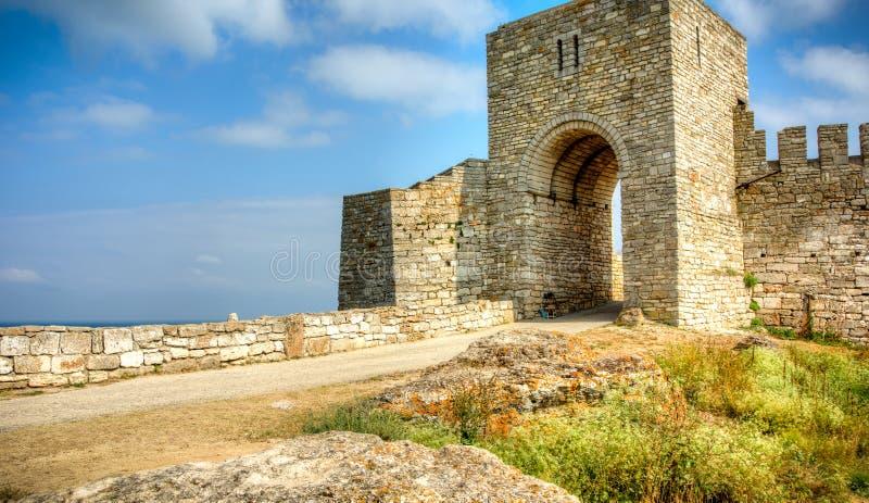 Porta à fortaleza de Kaliakra em Bulgária imagem de stock