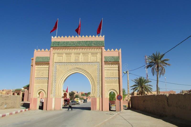 Porta árabe do estilo na cidade fotos de stock royalty free