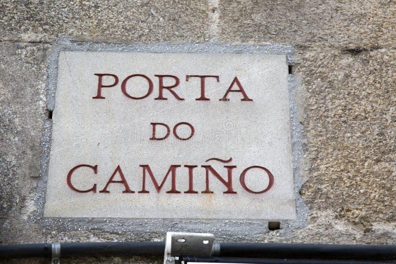 Porta делает знак улицы Camino, Santiago de Compostela, Галицию стоковая фотография rf