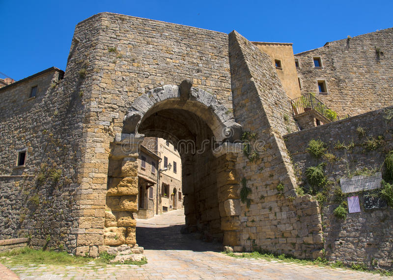 Porta al ` Arco, één van stads` s gateways, is het beroemdste architecturale monument van Etruscan in Volterra stock afbeelding