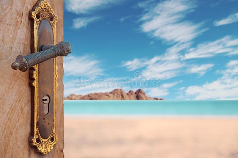 Porta al mare ed alla serenità fotografia stock libera da diritti
