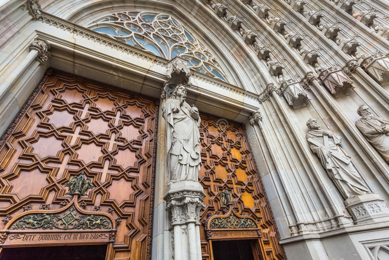 Porta alla cattedrale immagini stock libere da diritti