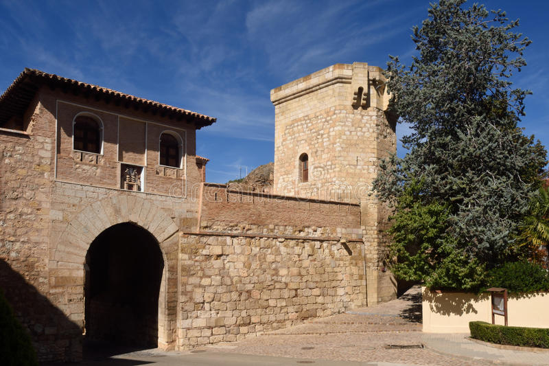 Porta alta de Puerta Alta na cidade medieval de Daroca, foto de stock